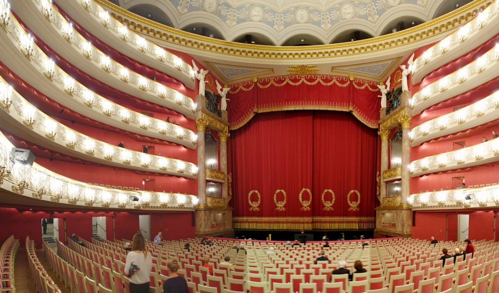 A panorama of the theatre. Pink, and more pink.
