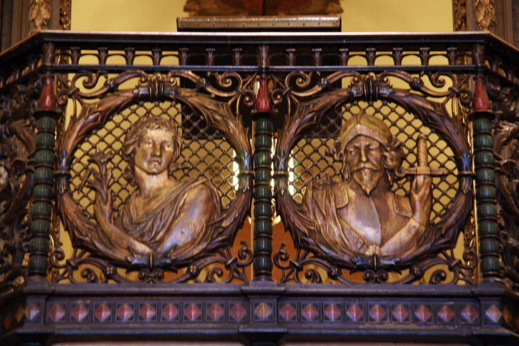 A close-up of the adornment at the top of the Rendezvous Court stairway.