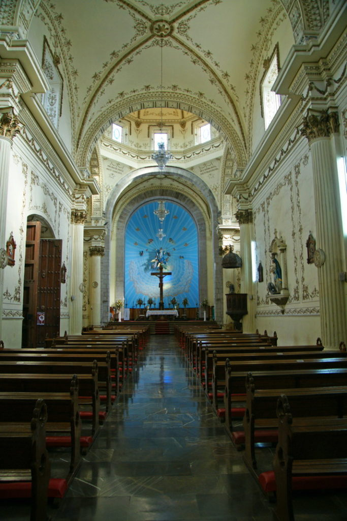 The central nave of the Catedral Basílica de la Inmaculada Concepción.