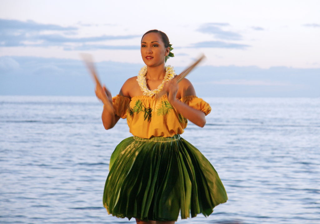Pūʻili are struck together, producing a soft rattling sound.