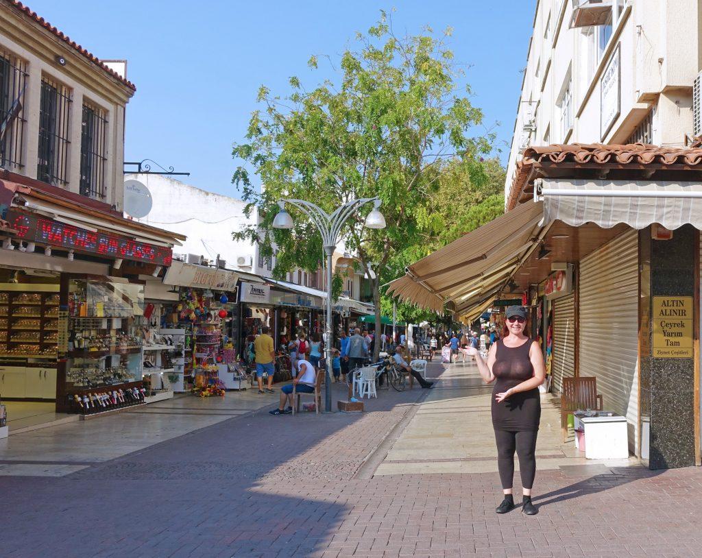A typical non-bazaar shopping area.
